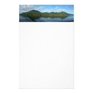 景色のカナダのブリティッシュ・コロンビアの海岸 便箋