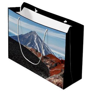 景色の夏のパノラマの火山景色 ラージペーパーバッグ