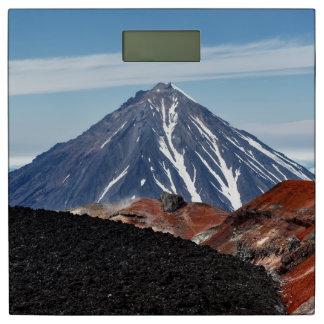 景色の夏期の火山景色 体重計