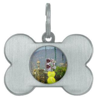 景色の蘭が付いているテニス・ボール ペットネームタグ