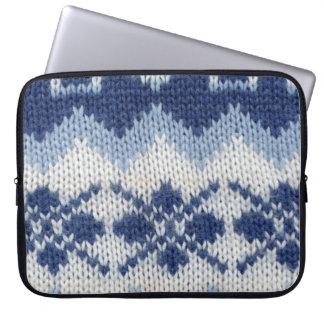 暖かいセーター-青 ラップトップスリーブ
