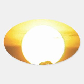 暖かい日没の金地平線 楕円形シール