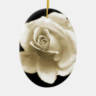暖かい独身のな白いバラ セラミックオーナメント