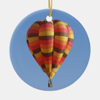 暖かい紅葉の熱気の気球 セラミックオーナメント