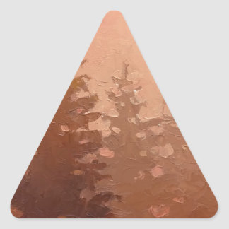 暖かい色の霧深いヒマラヤスギ木 三角形シール