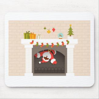 暖炉で付く黒いサンタ マウスパッド