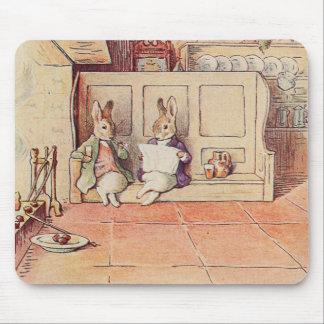 暖炉のウサギの紳士 マウスパッド
