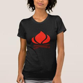 暖炉の熱い火 Tシャツ