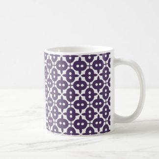 暗いすみれ色のプラムおよび白いパターン コーヒーマグカップ