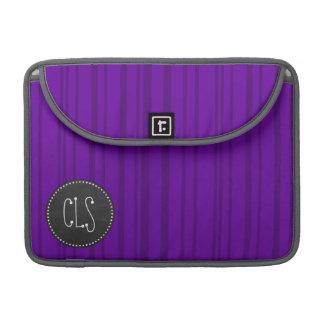 暗いすみれ色の縦ストライプ; 黒板 MacBook PROスリーブ