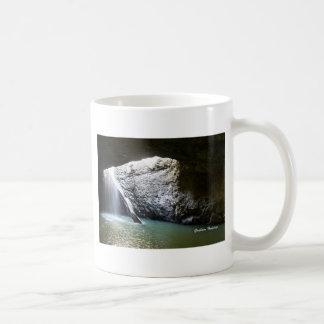 暗いアーチの滝 コーヒーマグカップ