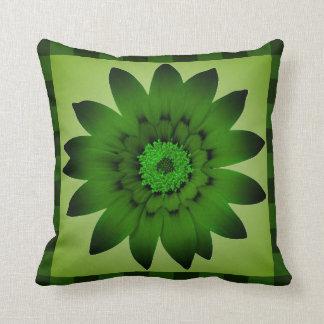 暗いオリーブ色の花のアートワーク-枕 クッション