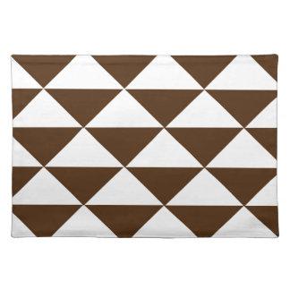 暗いチョコレートおよび白い三角形 ランチョンマット