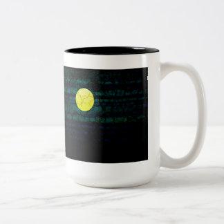 暗い夜満月のマグ ツートーンマグカップ