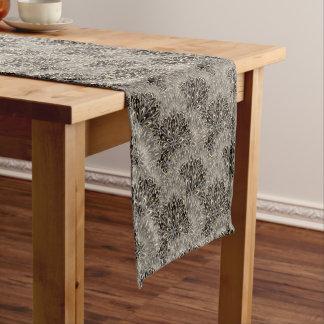 暗い曼荼羅パターン ショートテーブルランナー