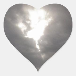 暗い気分 -- 日曜日の春の灰色の雲 ハートシール