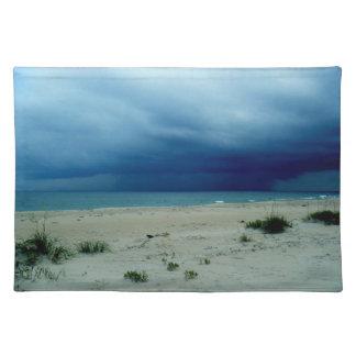 暗い水ビーチの写真 ランチョンマット