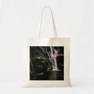 暗い滝および湖の自然の写真 トートバッグ