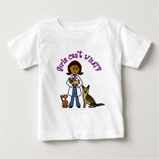 暗い獣医の女の子 ベビーTシャツ