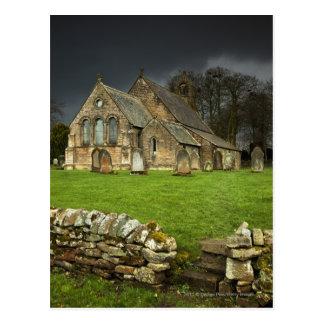 暗い空の下の古い教会 ポストカード