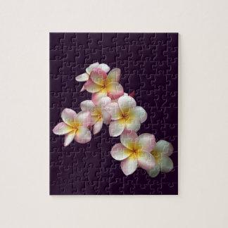 暗い紫色のプルメリアの花 ジグソーパズル