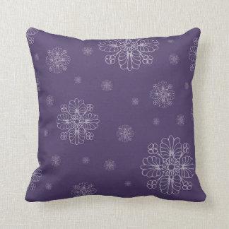 暗い紫色の花パターン装飾的な枕 クッション