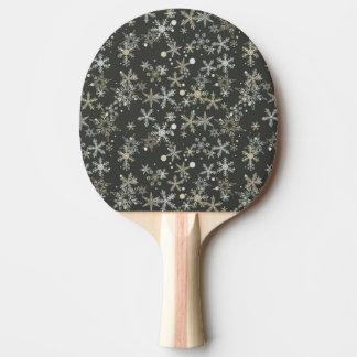暗い背景の雪片 卓球ラケット