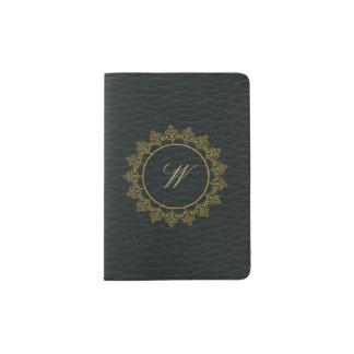 暗い革のモダンで複雑なモノグラム パスポートカバー