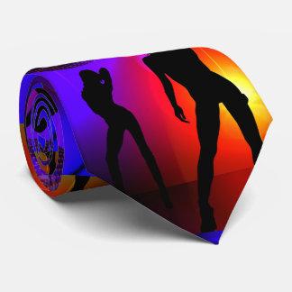 暗闇のダンスのディスコのパーティガールの白熱 ネックウェアー