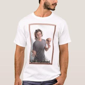 暴露される Tシャツ