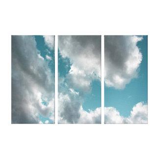 曇ったターコイズの空のトリプティクの芸術 キャンバスプリント