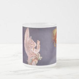 曇らされたガラス10ozの天使そして黄色バラは襲います フロストグラスマグカップ