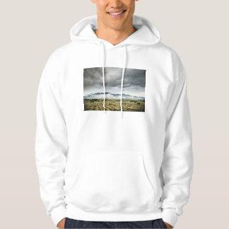 曇り空の下の田園穀物分野 パーカ