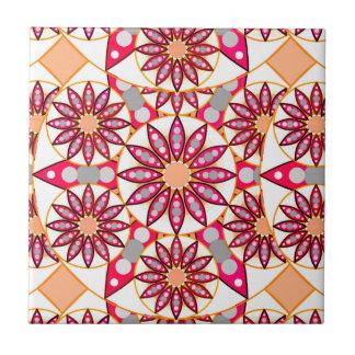 曼荼羅のパターン、珊瑚、モモ、白および灰色 タイル