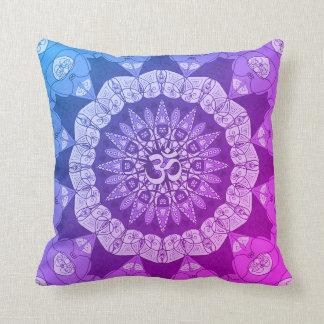 曼荼羅の紫色のグラデーションなヨガのナマステの花柄の枕 クッション