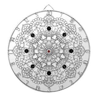 曼荼羅。 円形の白黒東洋パターン ダーツボード