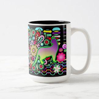 曼荼羅、猫及び花のファンタジーパターン ツートーンマグカップ