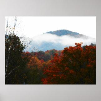 最も高いピークのAdirondacksの秋山の森林 ポスター