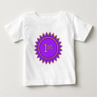最初にそして最も最高のなバッジ ベビーTシャツ
