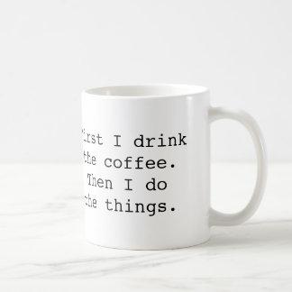 最初に私はコーヒー・マグを飲みます コーヒーマグカップ