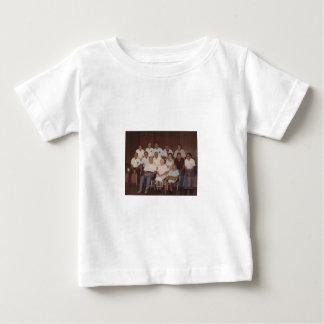 最初ジョンソンの懇親会の服装 ベビーTシャツ