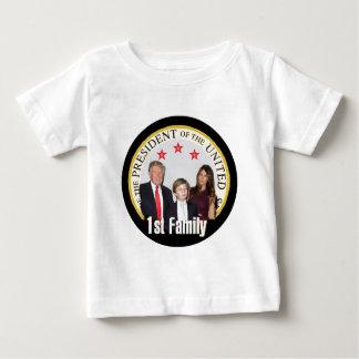 最初家族を切札で取って下さい ベビーTシャツ