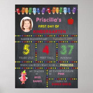 最初日の幼稚園の女の子、黒板の印、写真、 ポスター