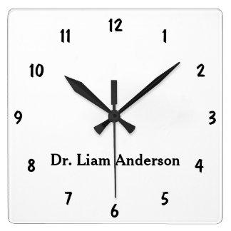 最小主義の原稿の平野の名前入りな3dモノグラム スクエア壁時計