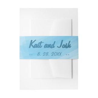 最小主義の柔らかい雰囲気の青い水彩画の結婚式 招待状ベリーバンド