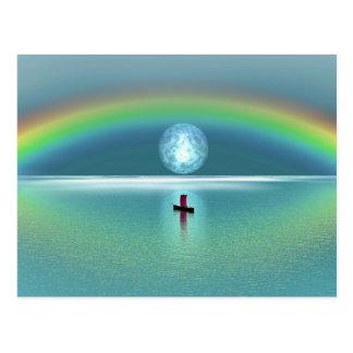 月および虹との海の小さいボート ポストカード