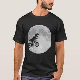 月が付いている空のバイクの恐竜 Tシャツ