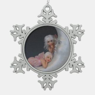 月で眠る銀製の赤ん坊の天使 スノーフレークピューターオーナメント