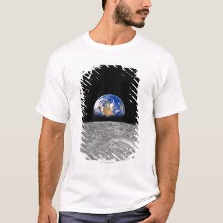 月に上がる惑星の地球 Tシャツ
