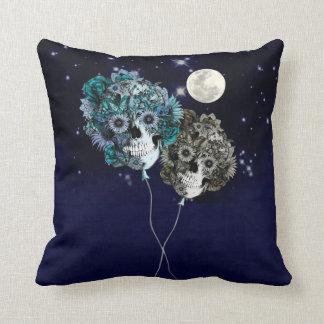 月に、花のスカルの気球 クッション